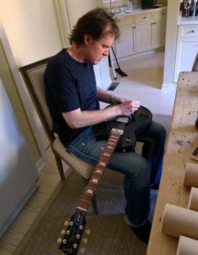 Joe Bonamassa signing his Gibson Les Paul to give to Jason Becker